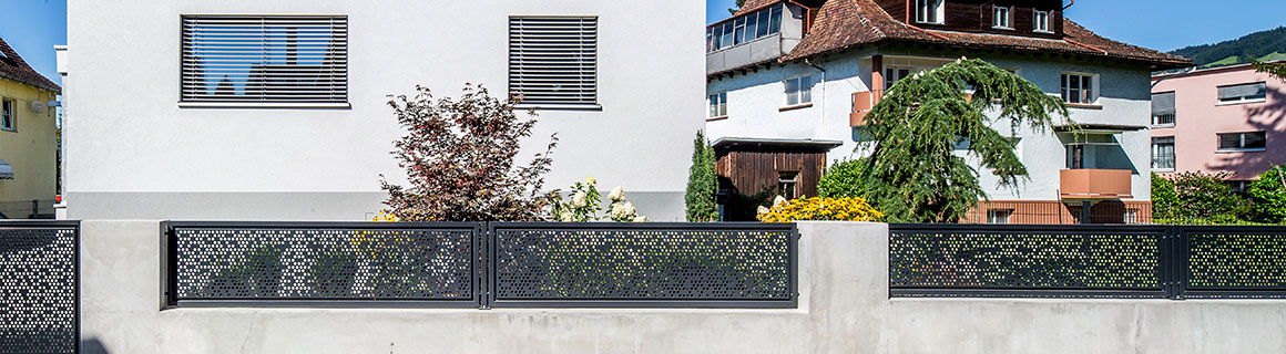 This fence is an invitation, yet also serves as a protective element